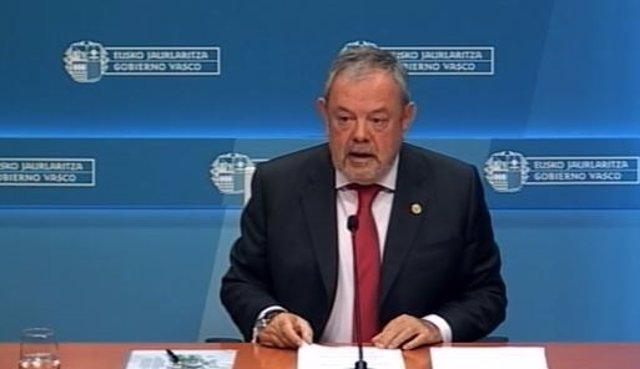 El consejero vasco de Hacienda y Economía, Pedro Azpiazu, durante la presentación del acuerdo presupuestario