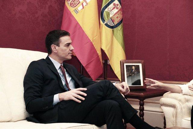 El president del Govern central, Pedro Sánchez, durant la trobada institucional programada amb la presidenta de La Rioja, Concha Andreu, per mostrar el seu compromís amb l'Espanya interior.