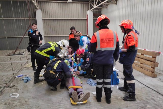 Atención al trabajador que cayó de una cubierta de una fábrica de helados en Alcobendas