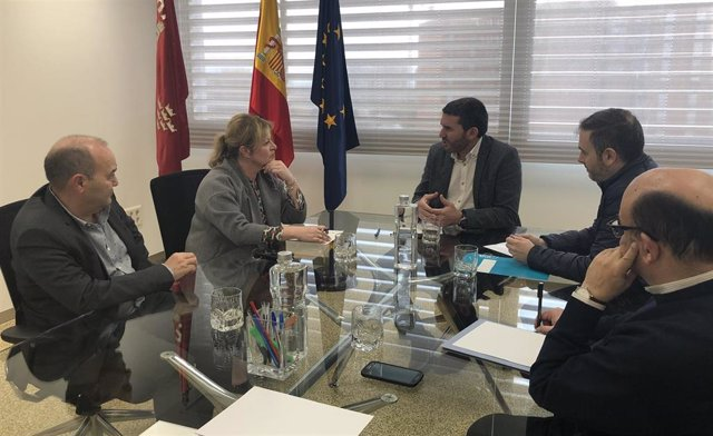 Encuentro en Murcia entre la diputada de Ciclo Hídrico, Ana Serna, y el Gobierno de la Región de Murcia.