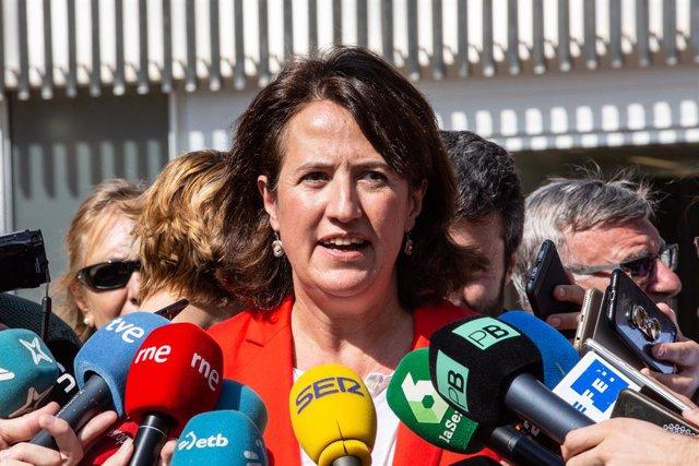 La presidenta de l'ANC (Assemblea Nacional Catalana), Elisenda Paluzie, atén els mitjans de comunicació durant l'acte de presentació del marc de les mobilitzacions a les portes de la sentència de l'1-O organitzat per JxCat, ERC, la CUP, ANC i Òmnium.