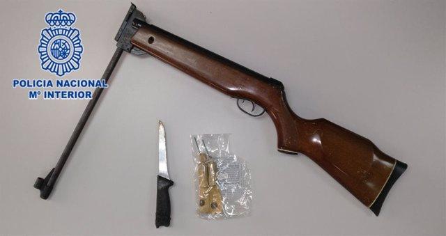 Armas con las que un hombre amenazó a sus vecinos