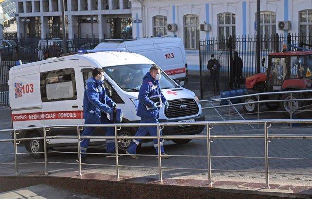 Ambulancias junto a una estación en Moscú