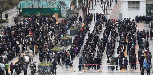 Coronavirus.- Aumentan a 16 los muertos por coronavirus en Corea del Sur y se su