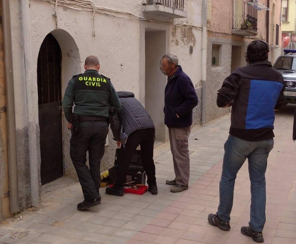 Liberada una mujer de 96 años de su casa cerrada por un cerrajero por orden de un banco