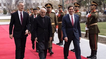 """Afganistán.- La OTAN anuncia una reducción de tropas en Afganistán y pide a los talibán que """"abracen"""" la paz"""