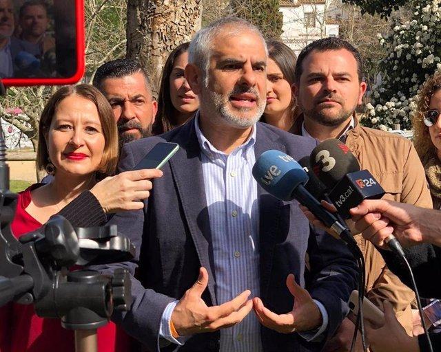 El president de Cs al Parlament, Carlos Carrizosa, en declaracions durant una visita a Rubí (Barcelona)