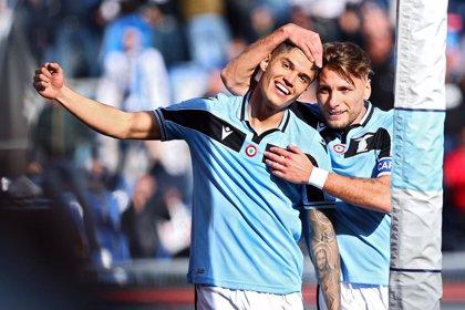 La Lazio se pone líder en una jornada a medias