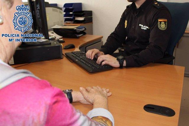 Granada.- Sucesos.- Identificados dos jóvenes por el robo de 10.000 euros a una