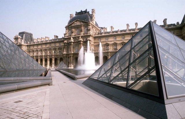 Coronavirus.- El Museo del Louvre cierra sus puertas por el coronavirus por inic