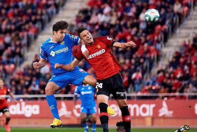 Fútbol/Primera.- (Crónica) En-Nesyri alivia al Sevilla y el Getafe gana por la m