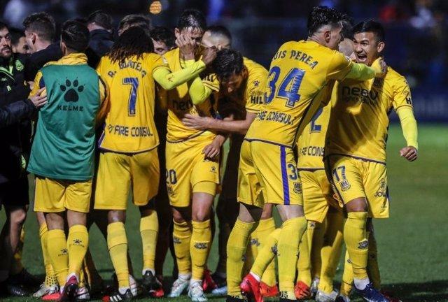 Fútbol/Segunda.- (Crónica) Elche y Alcorcón se acercan al Girona en los 'playoff