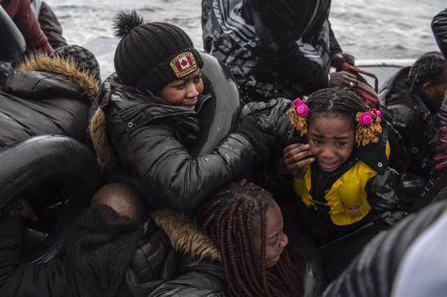 Grecia.- Agredidos varios periodistas y voluntarios durante el desembarco de mig