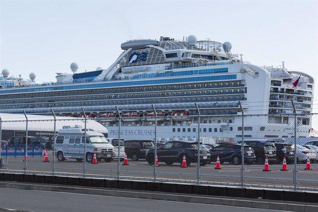 "18 February 2020, Japan, Yokohama: The quarantined cruise ship ""Diamond Princess"" can be seen through a metal fence at the harbour."
