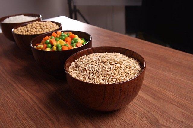 Soja, granos enteros, arroz, verduras.