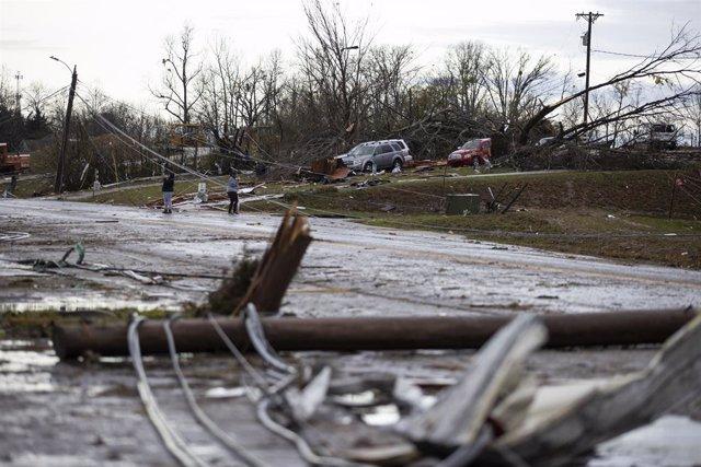 EEUU.- Al menos 19 muertos por una cadena de tornados en Tennessee