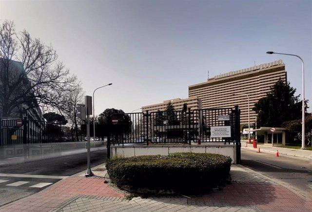 Zona exterior del Hospital Central de la Defensa Gómez Ulla ubicado en el distrito de Carabanchel/Madrid (España), donde permanecerán en cuarentena 14 días los cinco españoles repatriados de Wuhan (China) por la crisis del coronavirus, en Madrid (España),