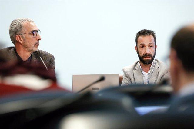 El secretari d'estat d'Economia, Èric Bartolomé, i el director d'Empresa, Comerç, Desenvolupament, Seguretat i Qualitat Industrial i Transport, Josep Pujol, durant la presentació.