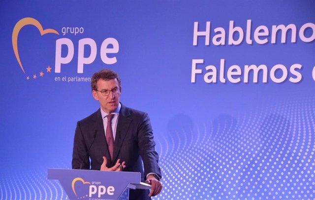O candidato do PPdeG á reelección, Alberto Núñez Feijóo, nun acto en Marín.