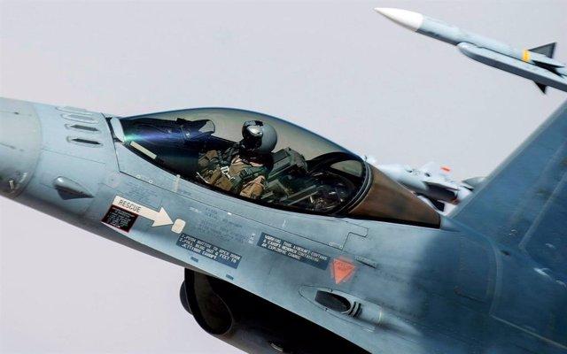 Un caça nord-americà en vol.