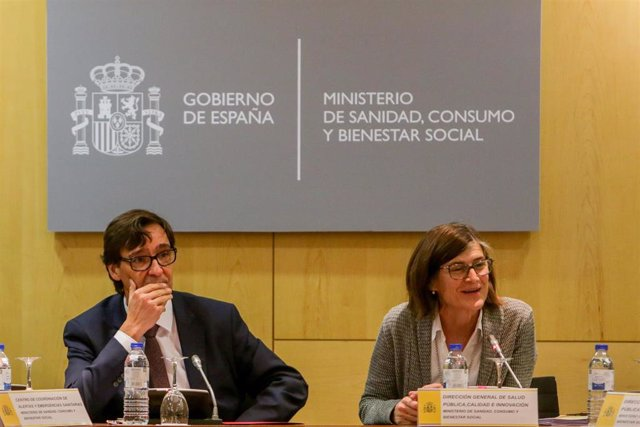 El ministro de Sanidad, Salvador Illa y la directora deneral de Salud Pública, Calidad e Innovación, Pilar Aparicio Azcárraga, en la reunión con la Comisión de Salud Pública, en Madrid (España), a 30 de enero de 2020.