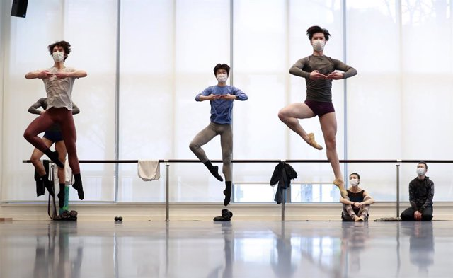 Alumnes d'una escola de ballet de Xangai.