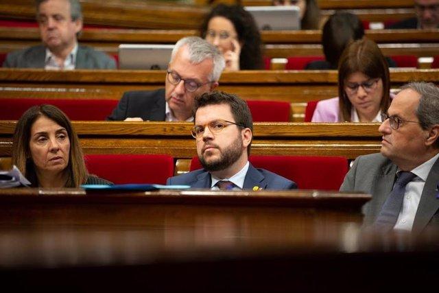 La portaveu del Govern, Meritxell Budó; el vicepresident de la Generalitat, Pere Aragonès i el president de la Generalitat, Quim Torra, al ple del Parlament.