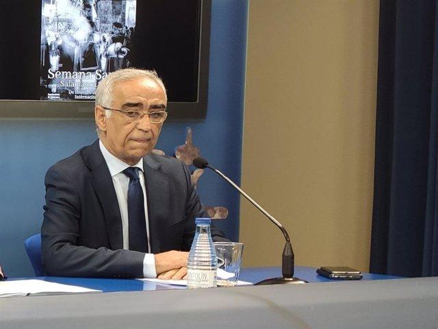El presidente de la Junta de Semana Santa de Salamanca, José Adrián Cornejo, este miércoles en el Liceo de Salamanca.
