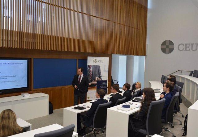 Imagen del I Máster en Derecho Empresarial de las Nuevas Tecnologías, impartido por San Pablo Andalucía CEU y el despacho Cremades-Calvo Sotelo.