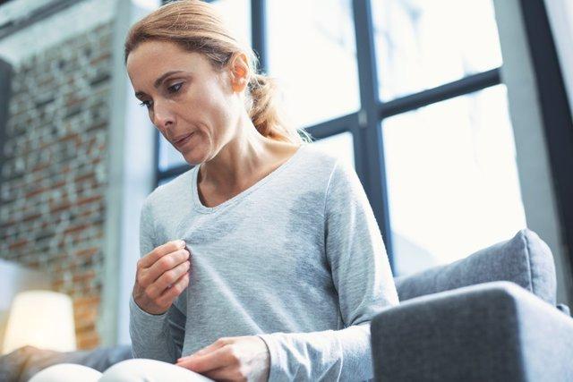 Mujer entrando en la menopausia.