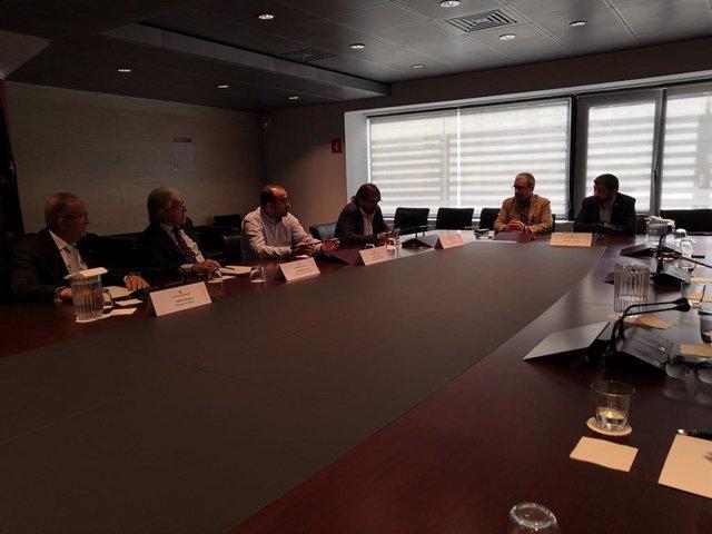 Reunió de la Generalitat, sindicats i patronals per promoure una llei de participació institucional, diàleg i concertació social.