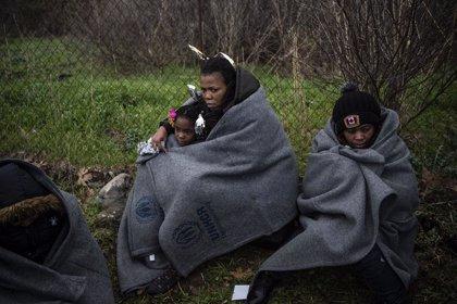 """Europa.- Decenas de ONG piden a la UE la evacuacion """"urgente"""" de los menores solos en las islas griegas"""