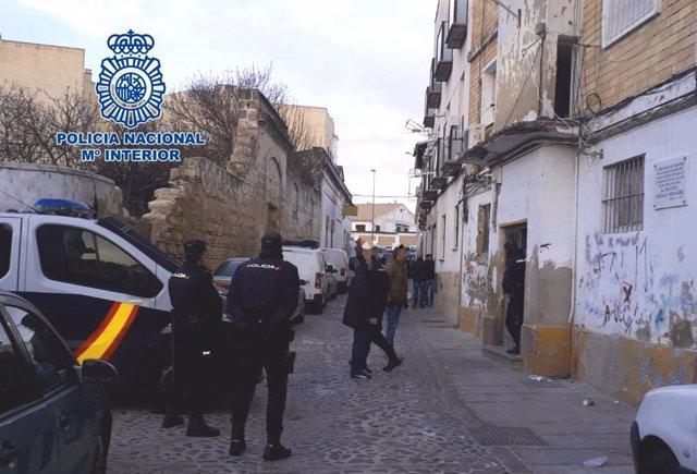 Operativo policial en el barrio de Santiago en Jerez