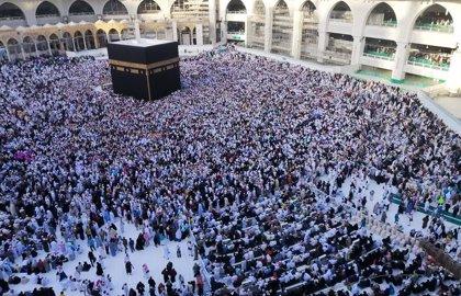 Coronavirus.- Arabia Saudí desinfecta los alrededores de la Kaaba, en La Meca, ante el brote de nuevo coronavirus