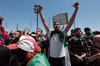 """Aplazado el veredicto en Argelia contra un destacado activista imputado por """"atentado contra la moral del Ejército"""""""