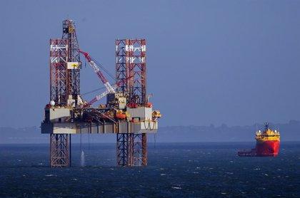 Economía.- La OPEP pacta reducir la oferta de petróleo en 1,5 millones de barriles diarios a la espera del apoyo ruso