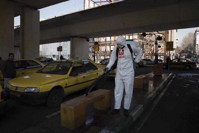 05 March 2020, Iran, Teheran: Iranian firefighters and municipality workers disinfect a street amid the outbreak of Covid-19 (coronavirus). Photo: Rouzbeh Fouladi/ZUMA Wire/dpa