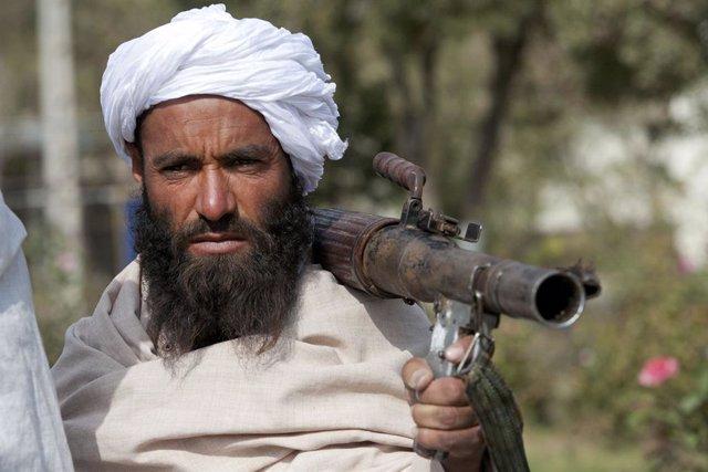 Afganistán.- Los talibán matan a dos policías y dejan a otros dos heridos en un