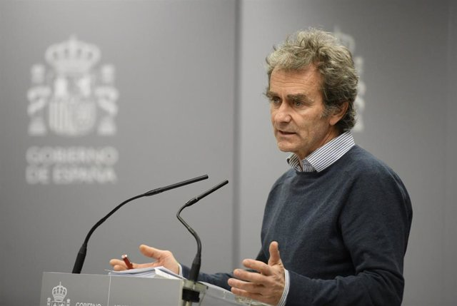El director del Centro de Coordinación de Alertas y Emergencias Sanitarias (Ccaes), Fernando Simón, interviene en la rueda de prensa para informar sobre la situación del Coronavirus en España tras confirmarse 3 muertes y 245 casos, en el Ministerio de San