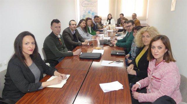 Teresa Romero (centro, al fondo), preside la Comisión de Turismo y Empleo de la FAMP.