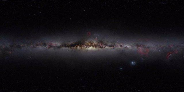 Cientos de telescopios buscarán flashes inteligentes en la luz cósmica