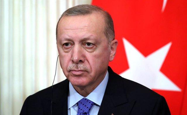 Europa.- Erdogan reitera que no cerrará sus fronteras y rechaza un encuentro tri