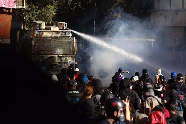 Chile.- Las protestas en Plaza Baquedano de Santiago de Chile se saldan con diez
