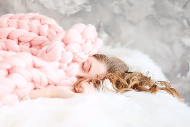 Mujer durmiendo plácidamente.