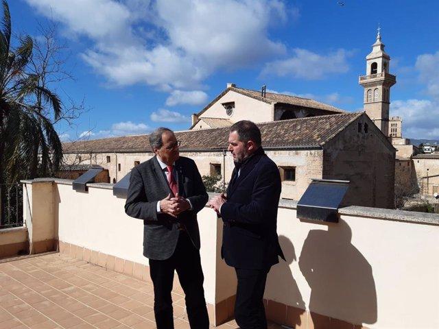El president de la Generalitat de Catalunya, Quim Torra, i el president de l'Obra Cultural Balear (OCB), Josep de Luis.