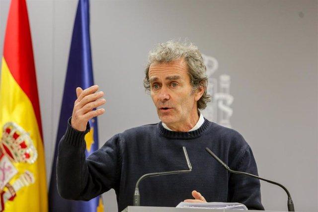 El director del Centro de Coordinación de Alertas y Emergencias Sanitarias (Ccaes), Fernando Simón, interviene en la rueda de prensa para informar sobre la situación del Coronavirus en España, en el Ministerio de Sanidad, en Madrid (España).