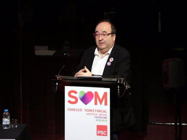 Pla mitj del primer secretari del PSC, Miquel Iceta,durant la seva intervenció al 10 Congrés del PSC de les comarques de Lleida, Pirineu i Aran, el 7 de mar de 2020. (Horitzontal)