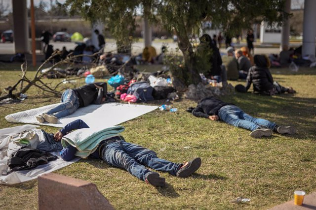 Europa.- Grecia levantará dos centros de alojamiento temporal para contener la o