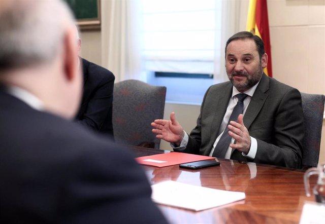 El ministro de Transportes, Movilidad y Agenda Urbana, José Luis Ábalos durante su reunión con la Federación Española de Municipios y Provincias (FEMP), en el Ministerio de Transportes, en Madrid (España), a 19 de febrero de 2020.