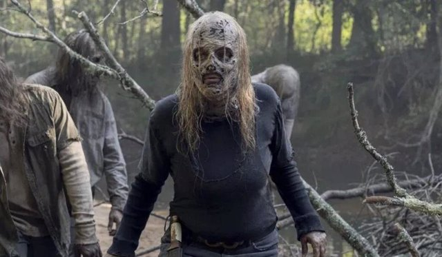 Alpha, líder de los Susurradores, en The Walking Dead
